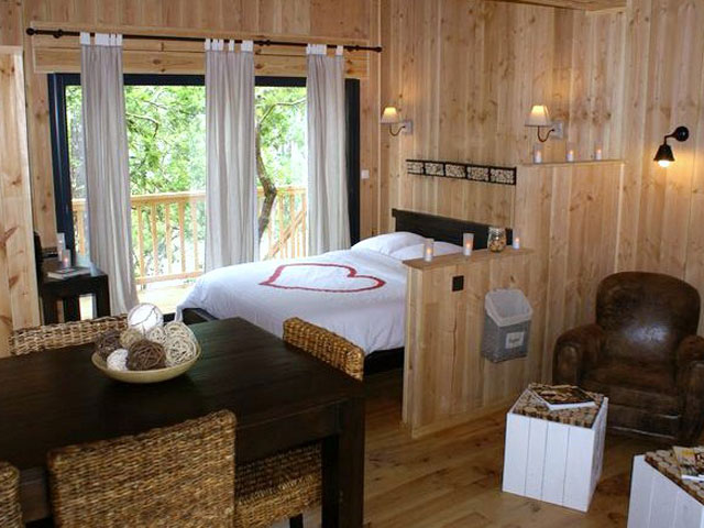 location de vacances g te la cabane au bord du lac biscarrosse europa bed breakfast. Black Bedroom Furniture Sets. Home Design Ideas
