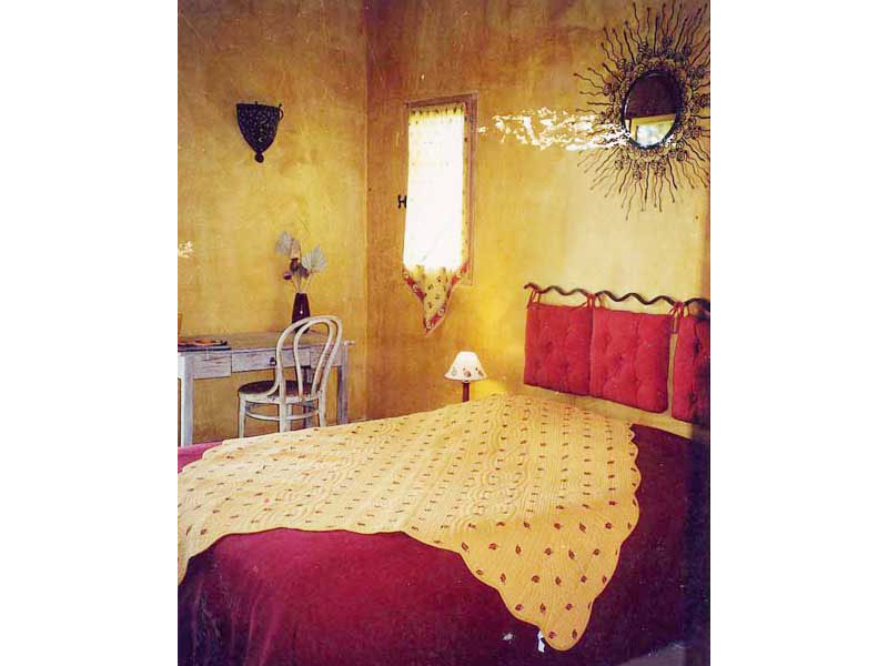 Chambres d 39 h tes la bergerie du luberon viens europa bed for Chambre d hotes luberon