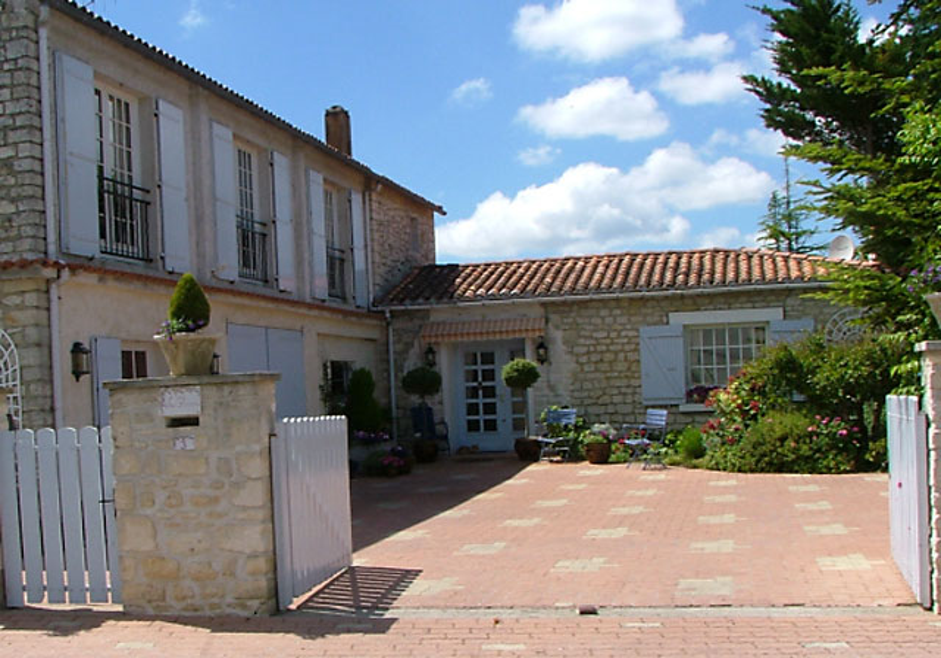 Chambres d 39 h tes la closerie saint sulpice de royan for Maison hote royan