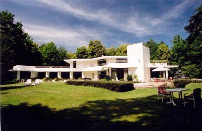 Chambres d 39 h tes la maison blanche lamorlaye europa bed for Architecte de la maison blanche