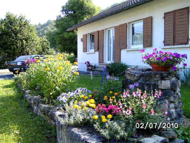 vakantiehuis au jardin fleuri herimoncourt europa bed breakfast. Black Bedroom Furniture Sets. Home Design Ideas